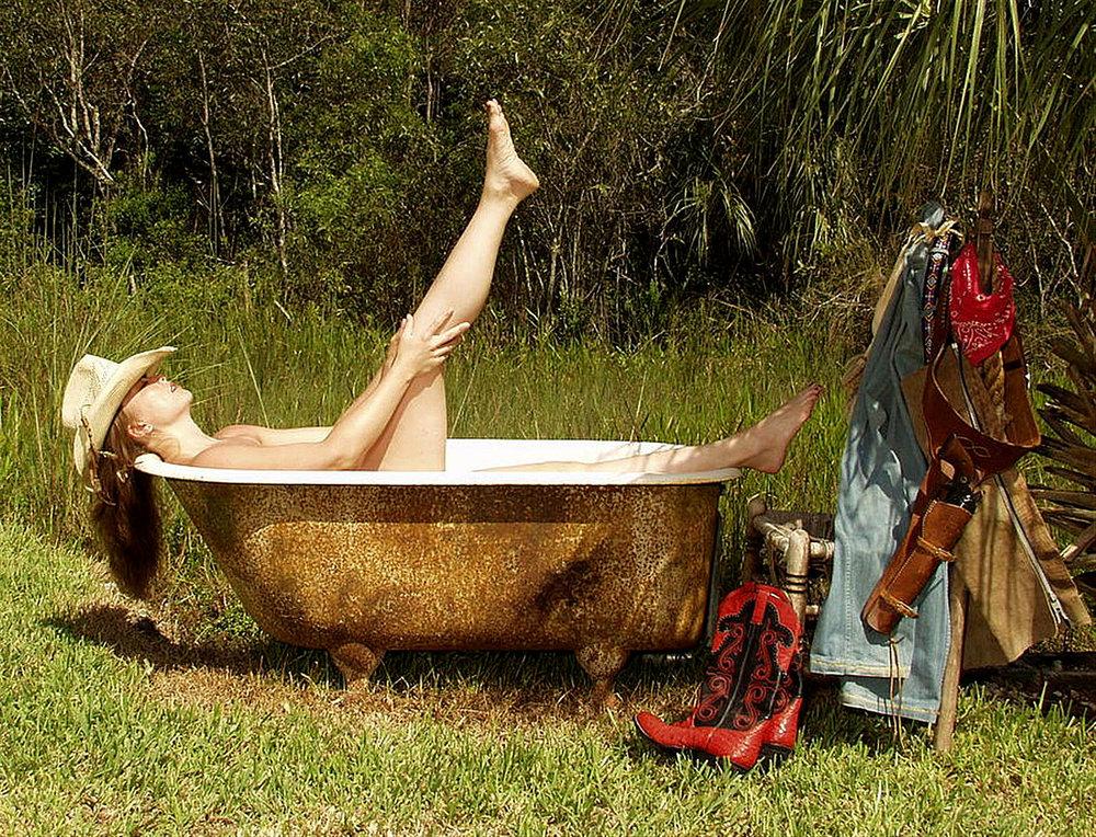 wild_west_bath_outdoors_holsters_ranch_hats-zIuL.jpg