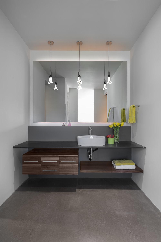 0012 - Extra Bath 1.jpg