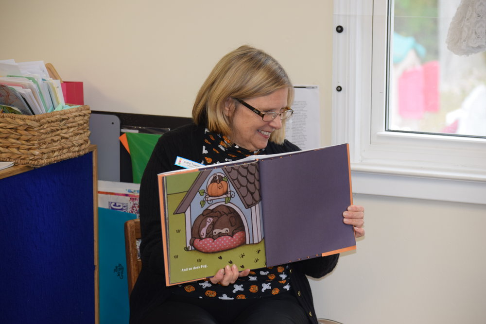 Halloween Storytelling - To help us get in the Halloween spirit, Mrs. Cathy Townsend from the New Canaan Library visited us for a special Halloween storytelling morning. We loved listening to