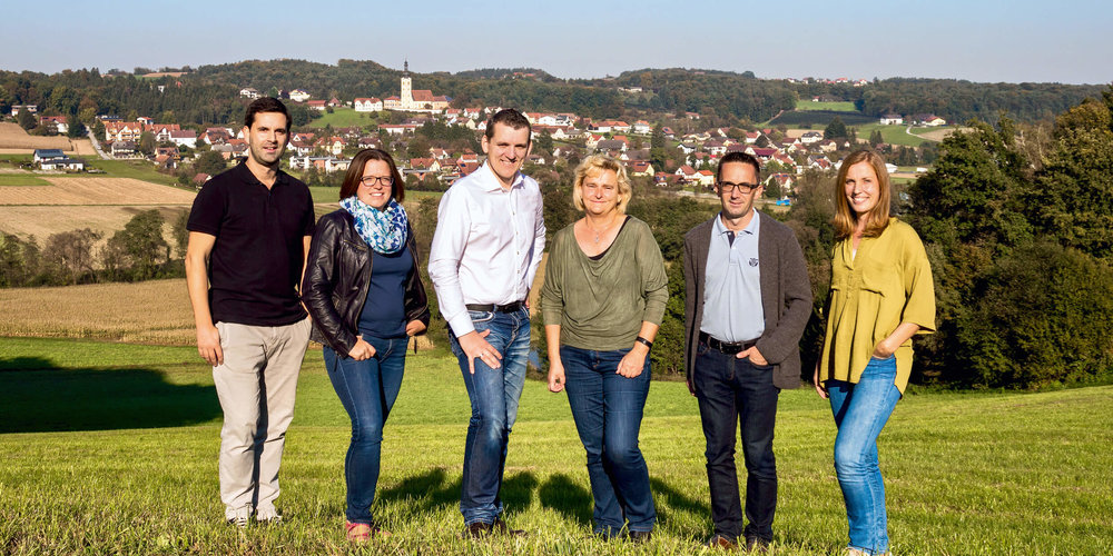 (von links nach rechts:)    HELMUT DEUTSCHMANN   - Schriftführer Stv. |   KATHRIN SCHADLER   - Kassierin |   MARKUS HOFER   - Obmann |   MARGRET KRENN   - Kassierin Stv. |   MARTIN TEUFEL   - Schriftführer |   ULRIKE GEWESSLER   - Obmann Stv.