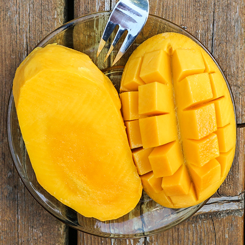 MANGO     Mangifera indica fruit   Mango fruit extract contains VitaminsA and C, and beta-carotene, which nourish and soothe skin.