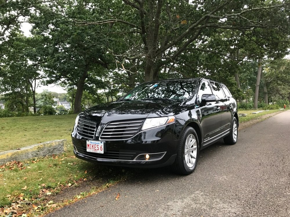 Black Lincoln MKT Towncars