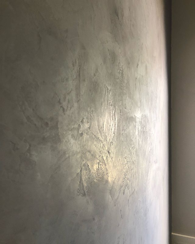 Another completed project! Thankful to these wonderful homeowners for asking me to work in their home. . . . Finish: Porcelina Color: Lake Tahoe . . . #americanclayplaster #americanclay #plasterwalls #atx #interiordesign #homerenovation
