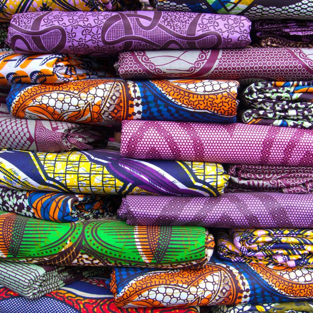 TISSUS - Consultez les tissus authetiques faits à la main par nos artisans que ce soit pour les habits, la décoration chez soi ou autres.