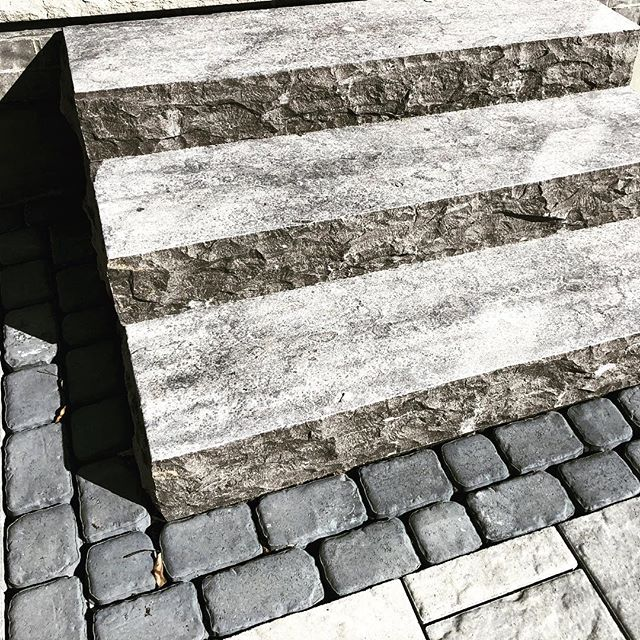 Tired of the steps your builder gave you? Nothing better than natural stone steps 👌
