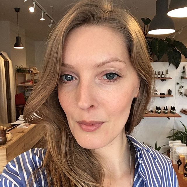 S P E A K E R // We are very excited to have Harlow Skin Co founder, makeup artist, skin witch + all round holistic enthusiast Chrystal Macleod joining us tonight for Local Talks! Learn more about @harlowskinco And @harlowatelier As well as her words to live by...eat well, laugh lots + try to enjoy the in between. Hear her story @oqstories Commercial Drive tonight! Tickets at localtalks.ca
