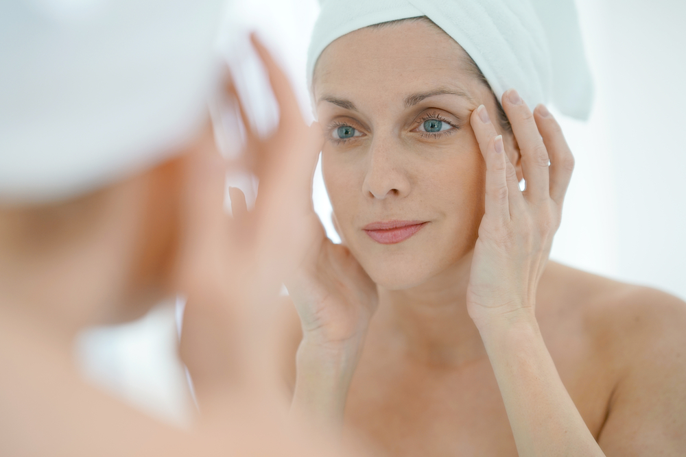 1. MOISTURISE - Always start with a moisturiser.A tinted moisturiser is also great to even out skin tones, and remember to look for a formula that leaves a dewy finish and has SPF.