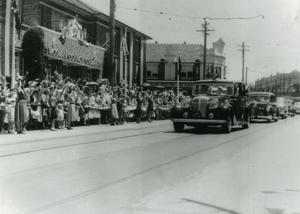 Queen Elizabeth and Prince Philip arrive in Mosman. Feb 1954.