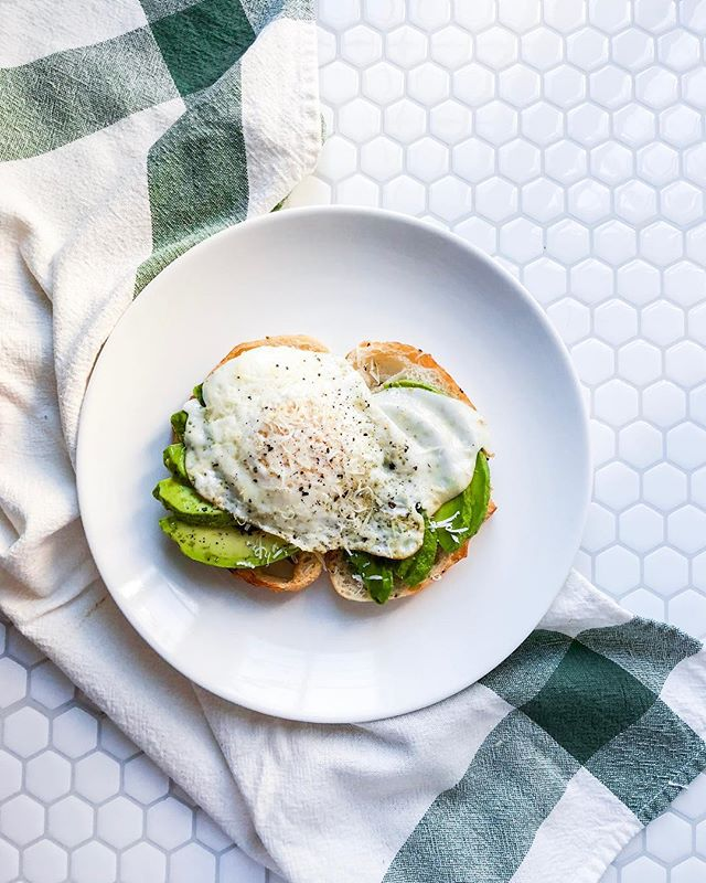 Avocado Toast for the win! Best way to start your hump day 🥑👌🏻 . . . . . #brunch #avocadotoast #eggfast #eggobsessed #foodphotography #bostonphotographer #food #medfordphotographer #newengland #styling #foodstyling #breakfast #humpday #happyplace #bostonfoodie #bostonfoodblogger #backdrops