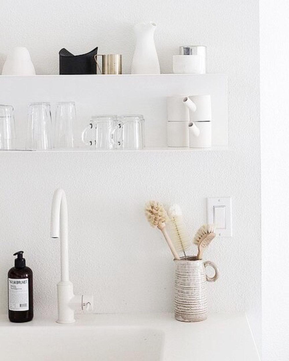 Minimalist Kitchen Guide: the Essentials and the Non-Essentials