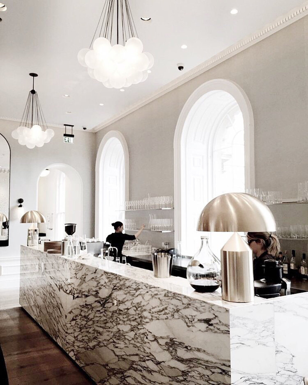 Day-dreaming of a nice little break at a brightly lit, marble-themed cafe 💭