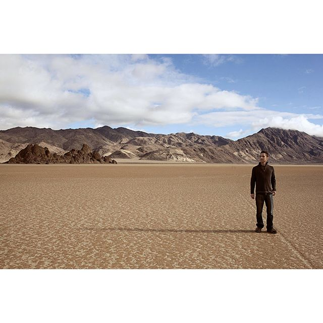 More Death Valley goodness. This time featuring my wonderful partner, Patrick!⠀⠀⠀⠀⠀⠀⠀⠀⠀ ⠀⠀⠀⠀⠀⠀⠀⠀⠀ This was such a great trip for us. I haven't felt this relaxed and present in a long time. I was truly able to let go of all my bullshit and just enjoy myself.⠀⠀⠀⠀⠀⠀⠀⠀⠀ ⠀⠀⠀⠀⠀⠀⠀⠀⠀ We hiked all over the park, climbed a 50 foot wall of boulders, star gazed during the new moon, and just enjoyed each other and this moment of being alive.⠀⠀⠀⠀⠀⠀⠀⠀⠀ ⠀⠀⠀⠀⠀⠀⠀⠀⠀ I'm starting to think I should move to the desert. I seem to have a strange affinity for it's isolated beauty. ;)⠀⠀⠀⠀⠀⠀⠀⠀⠀ .⠀⠀⠀⠀⠀⠀⠀⠀⠀ .⠀⠀⠀⠀⠀⠀⠀⠀⠀ .⠀⠀⠀⠀⠀⠀⠀⠀⠀ .⠀⠀⠀⠀⠀⠀⠀⠀⠀ .⠀⠀⠀⠀⠀⠀⠀⠀⠀ #landscapephotography #landscape_lover #landscape_hunter #landscape_photography #landscapeporn #naturephotos #nature_photography #naturalbeauty #landscape_perfection #nature_lovers #deathvalley #deathvalleynationalpark #desertlandscape #drylake #otherworldly