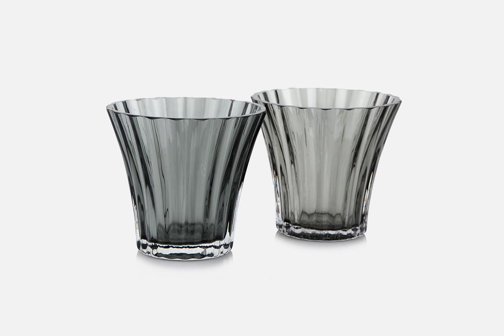 Fyrfadsstage, grå - 2 stk, 8 cmGlasDesign by Christel og Christer HolmgrenArt. nr.: 55211