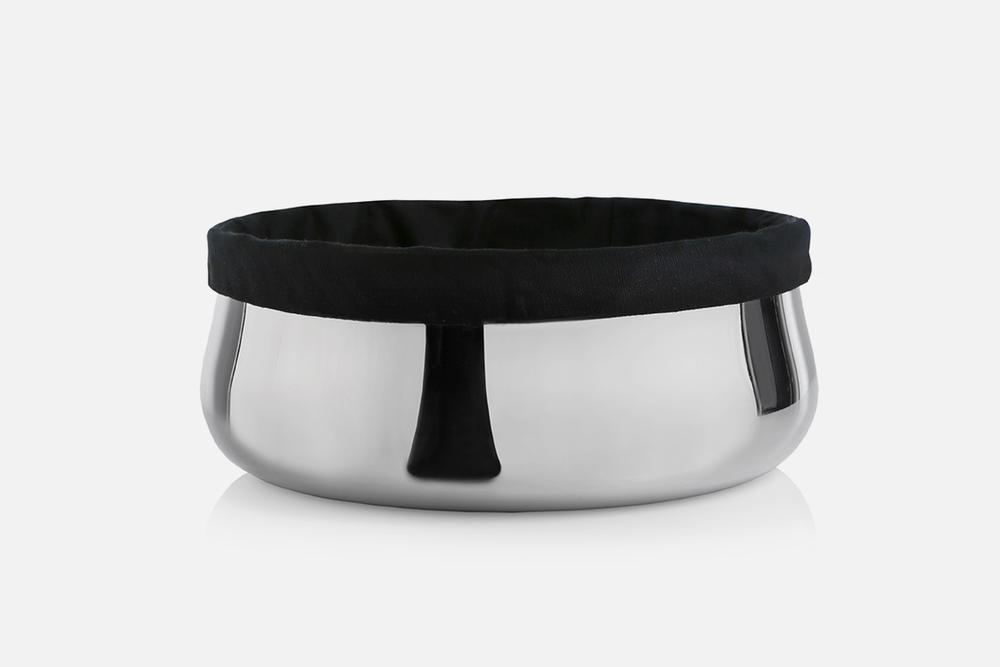 Brødskål m. sort pose - 1 stk, 24 cmRustfrit stål og tekstilDesign by Marlene BrønnumArt. nr.: 80198
