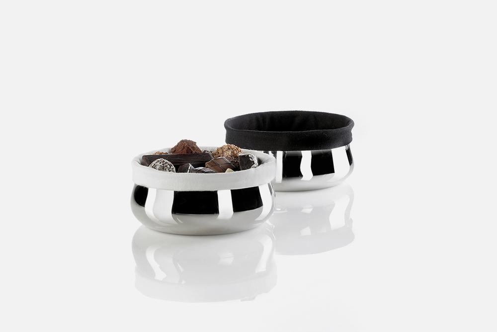 Brødskål m. sort & hvid pose - 1 stk, 14 cmRustfrit stål og tekstilDesign by Erik BaggerArt. nr.: 80202
