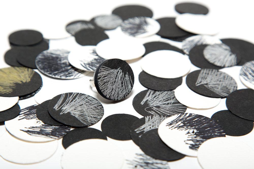 IMAGINA PAPER www.imaginapaper.com/               www.instagram.com/imaginapaper/ @imaginapaper Creo objectes de decoració i complements de bijuteria, fruit de la meva debilitat pel món del paper i l'artesania. La meva voluntat és que us emocionin i decorin la nostra vida.