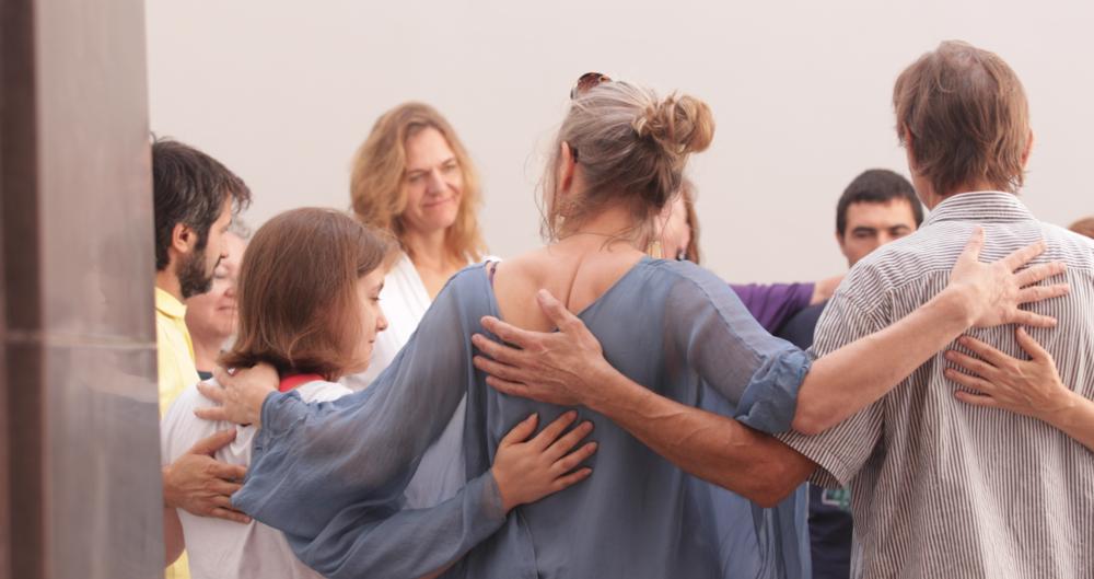 El tacto es el arte de la conexión humana - Mindful-Touch Shiatsu, la práctica empática de conexión, comunicación y compasión, es el proceso de estar en el presente, en el aquí y ahora, y entender el propio cuerpo.Nuestra observación y experiencia en la percepción del tacto puede ser un mundo iluminado por nuestra propia luz interna.