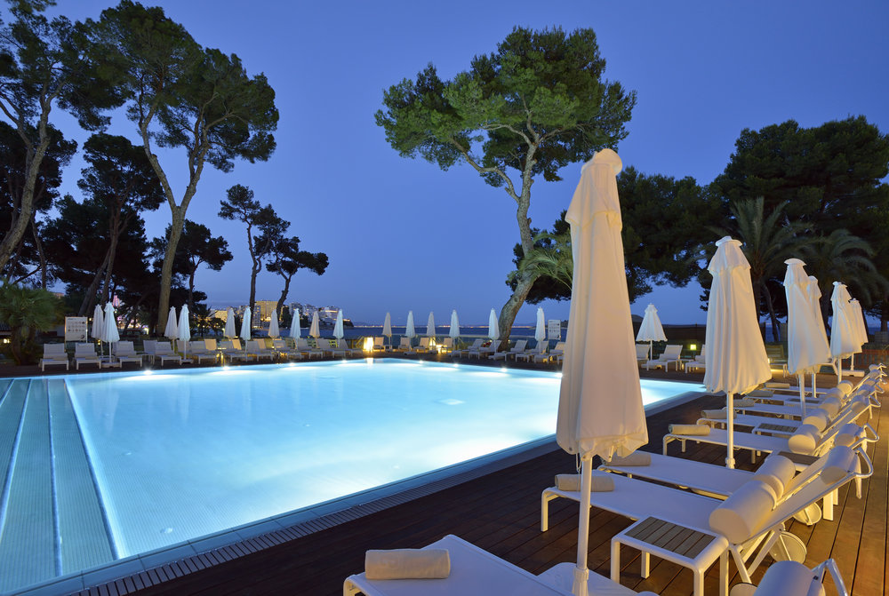 32bME_Mallorca-PoolNight.jpg