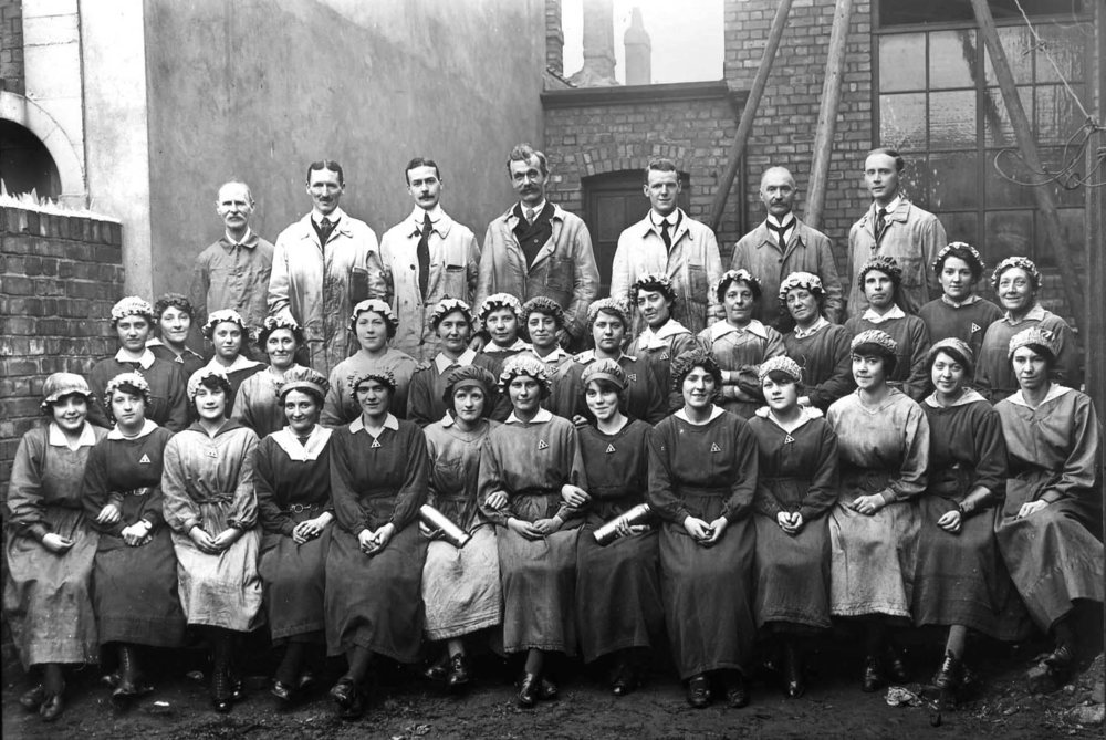 Munitions Workers at Thrissell Engineering