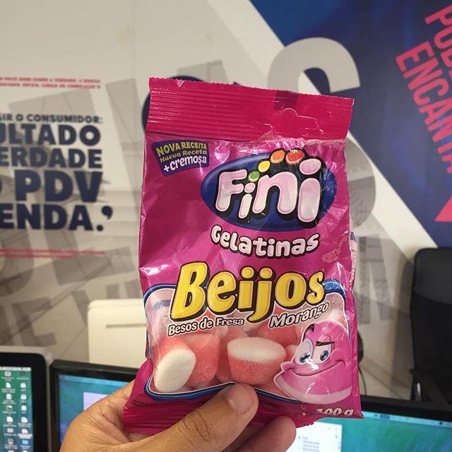 Dia do Beijo e a gente não podia comemorar de outra forma. Valeu @finibrasil #tamojunto 😘💋👍 #diadobeijo #estudiopp3 #amofini #branding #publicidade #design #pdv #lovemyjob #amor