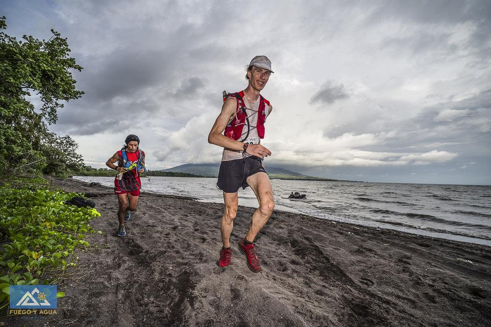 Ultra Trail Fuego y Agua Nicaragua 100k, Antoine Beland St-Onge and Patricio Posada. phot by Josue Fernandez