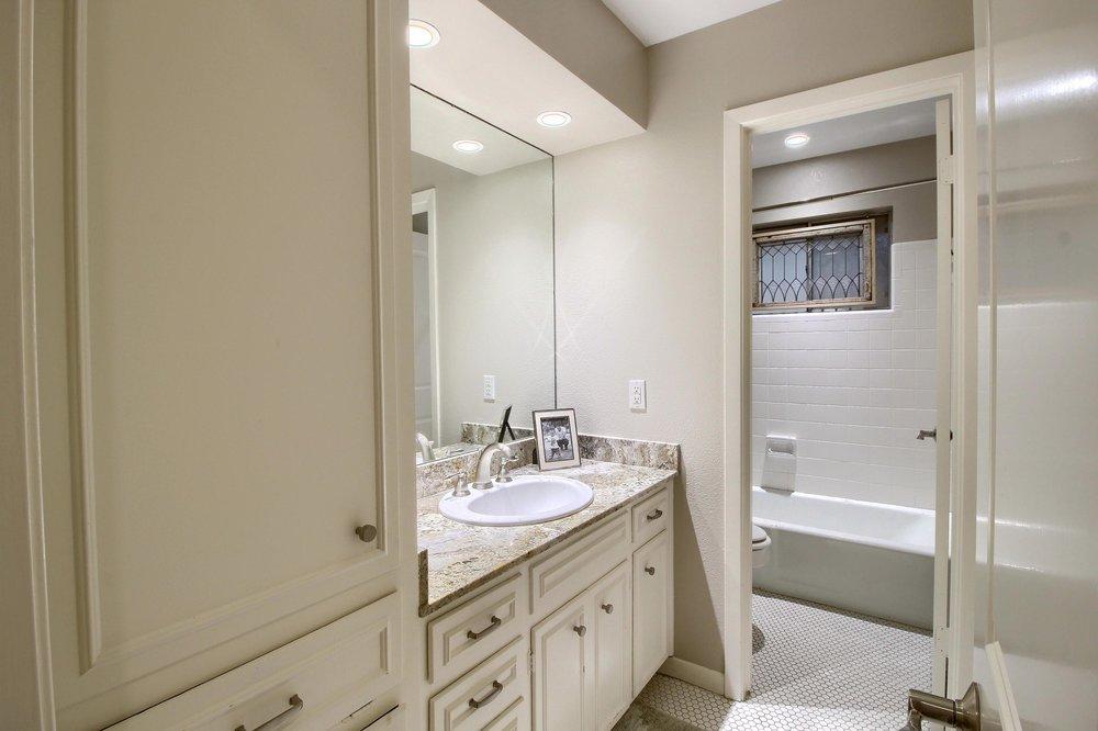 07_Bathroom_IMG_7282.JPG