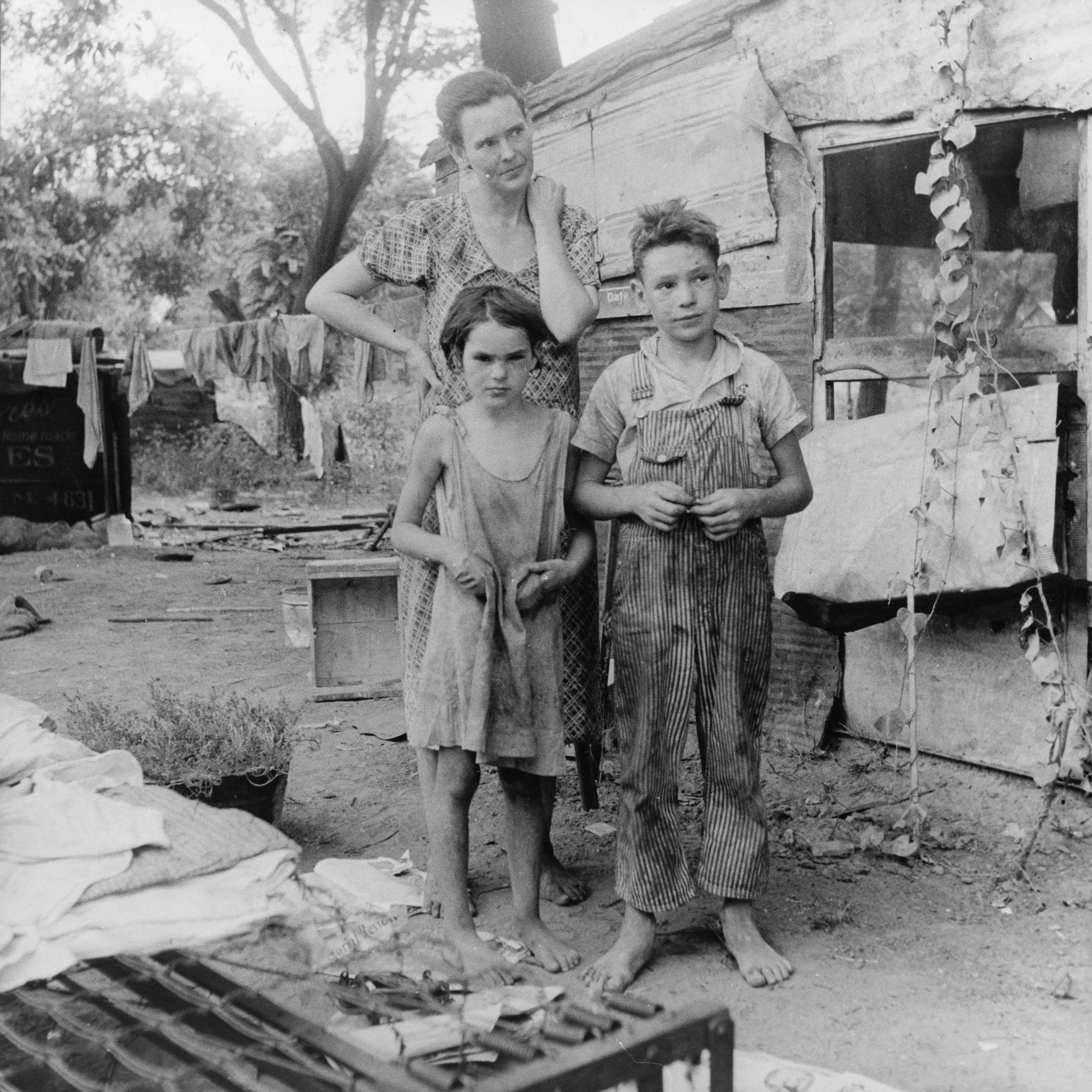 Poor_mother_and_children,_Oklahoma,_1936_by_Dorothea_Lange.jpg