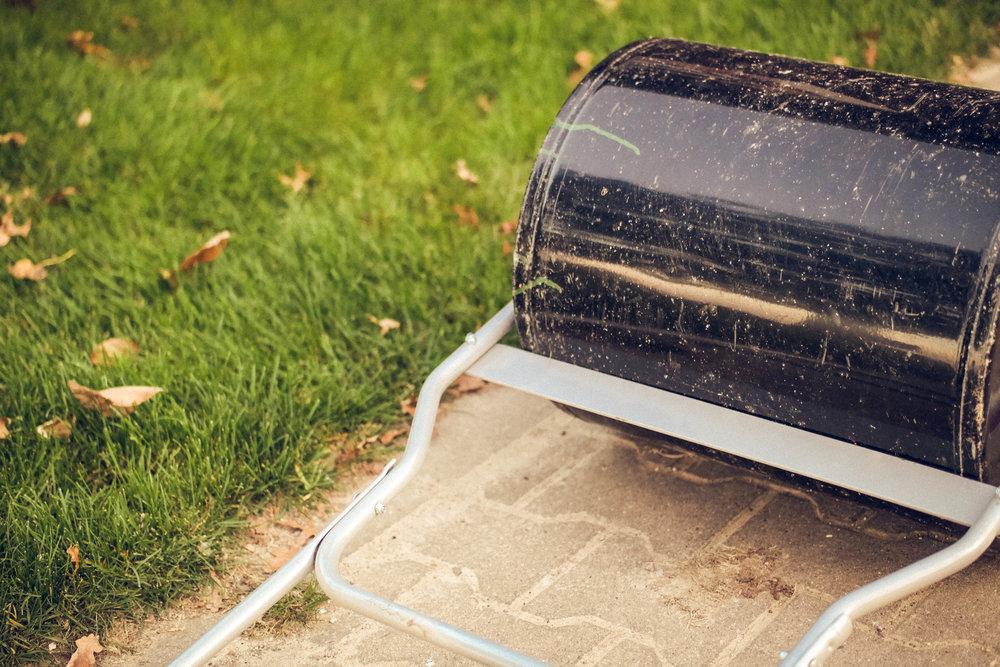 Handwalze - Um ein gleichmäßiges Planum als Verleggrundlage zu erhalten, sollten Sie den geschälten Boden mit unserer Handwalze rückverfestigen. Nach dem Verlegen wird der Rasen mit der Handwalze an den Boden angedrückt, um ein zügiges und gleichmäßiges Anwachsen zu begünstigen.