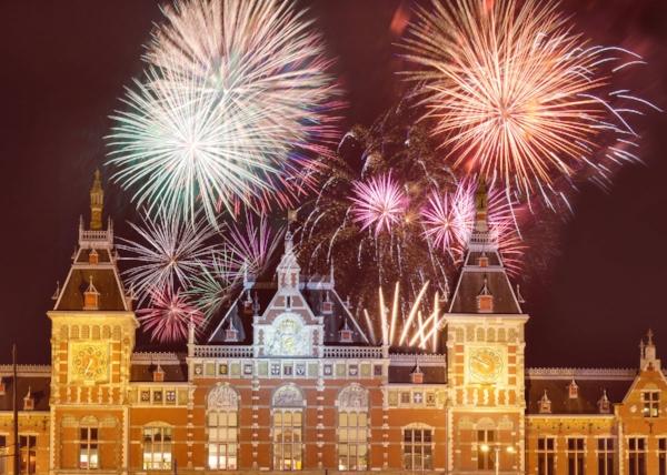 AmsterdamFireworks-New-Years-in-Amsterdam-Amsterdam-Paris-London.jpg