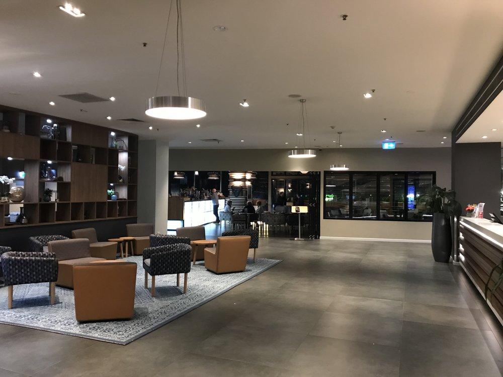 Lobby of the Oaks on Market hotel.