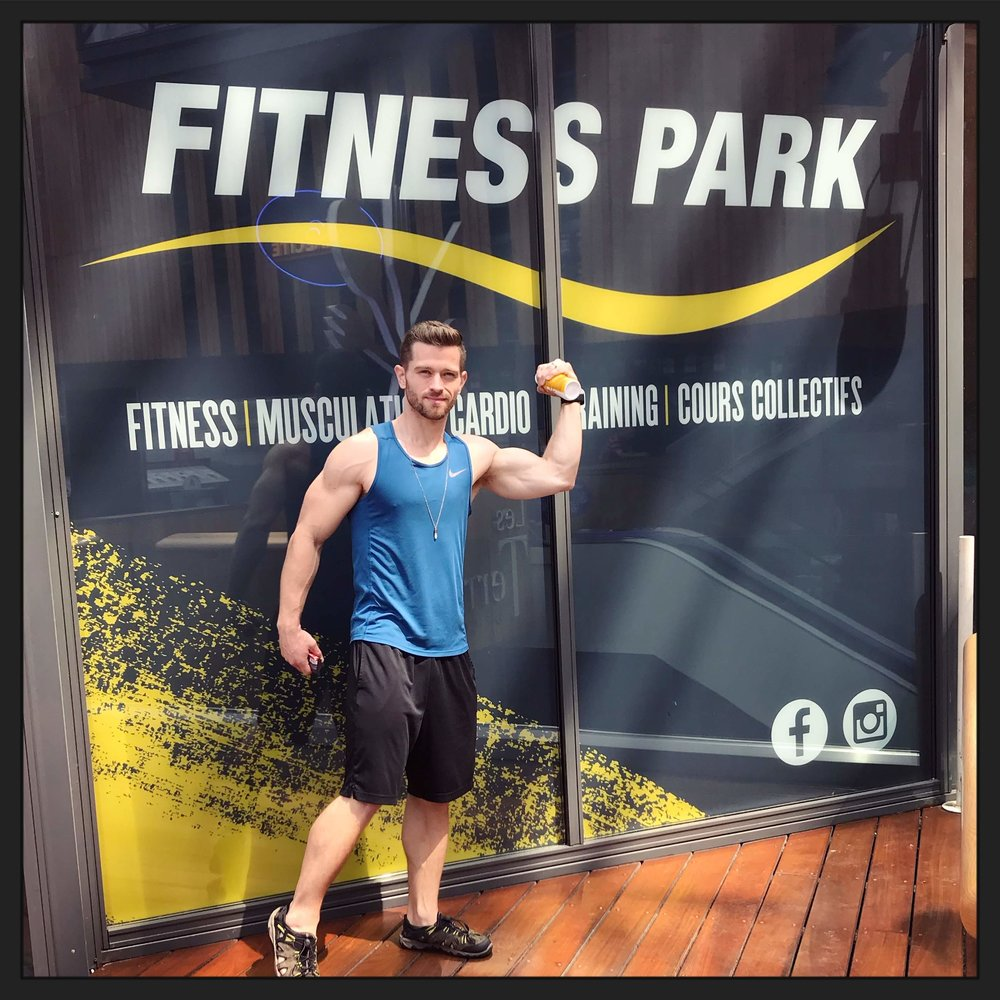 Kevin striking a flex outside of Fitness Park, Lyon France after the gym pump arm workout.