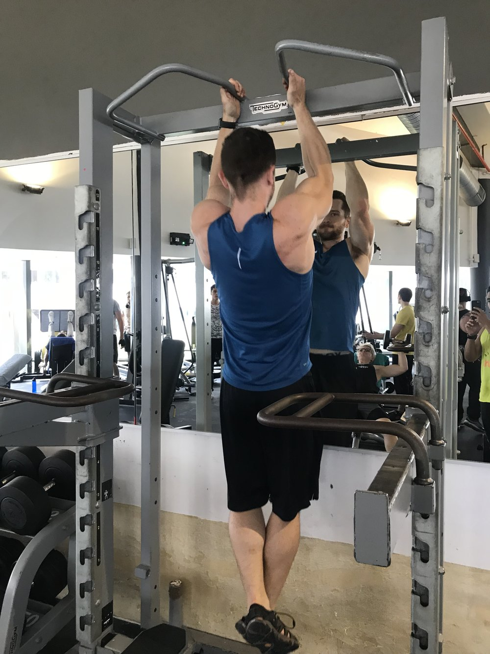 CLOSE GRIP PULL-UP