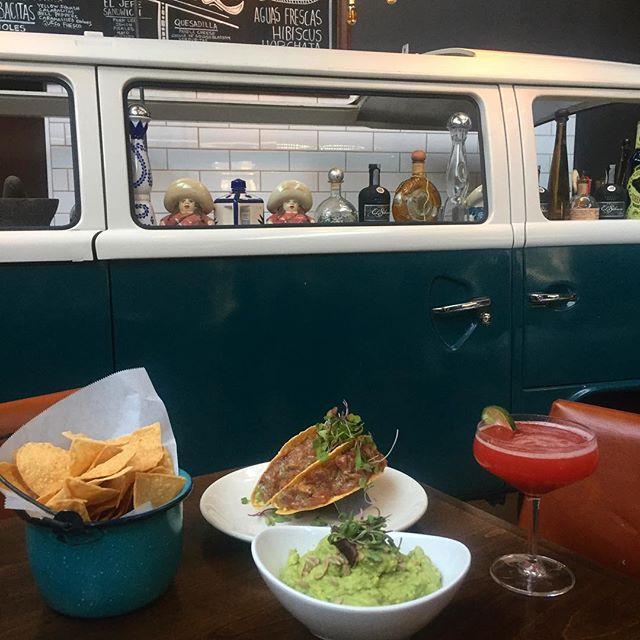 Some staples ✨ 📸: @fanielledurman #Ceremony #chips #guac #margarita #ahitunatacos #tacos #foodiegram #foodstagram #eaterLA #EEEEEATS #infatuationLA #thrillist #LAeats #imhungryLA #hungryinLA #topfoodnews #bestofLA #discoverLA #lovefood #foodlover #foodgasm #tryitordiet #likefoodLA #nobsfood #feedyoursoull #tasteofLA #foooodieee