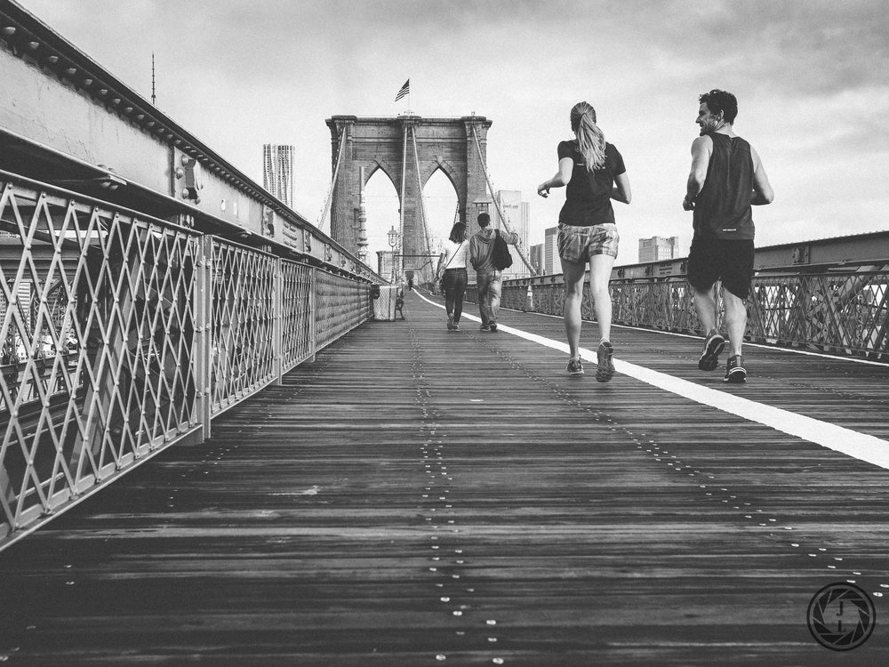black and white image of running running over the Manhattan Bridge