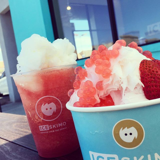 Summer vibes ☀️ Top off your watermelon juice with our hand-pressed lemon snow or design your own lemon masterpiece. #iceskimo #shavedsnow #watermelonlemonade #strawberrylemonade