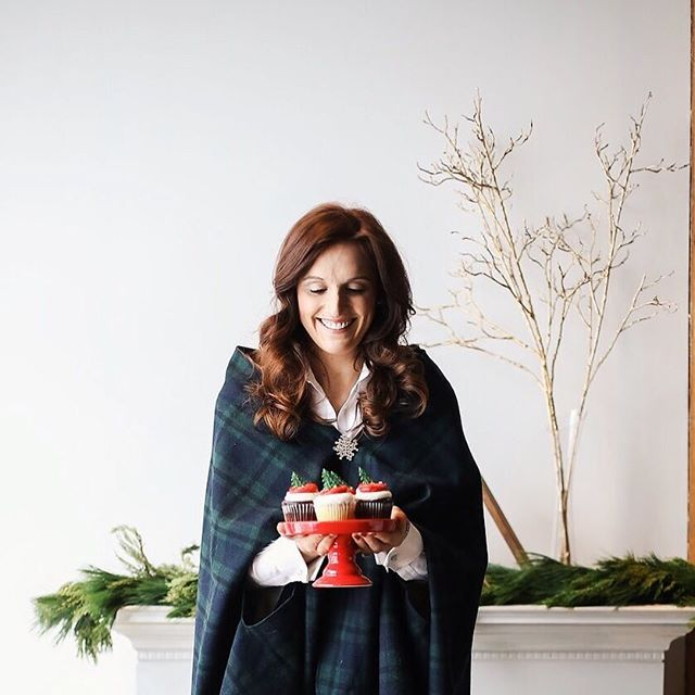 Merry Christmas to all who are celebrating! May your day be filled with warmth, love and delicious food (and maybe if you're extra lucky, a special gift or two) 😘  Tell me below what you are most excited to be giving this Christmas 🎄  Photo by Kristie Martin of Kristie J Martin Photography @kristiejmartin Wardrobe styling by Jess Burke of Well Layered @well_layered Party supplies and styling by Sprinkles and Confetti @sprinkles_and_confetti Venue courtesy of Anahata Collaborative @anahata_collaborative Hair and makeup by Stephanie Domrose of EmbeauMN @embeaumn Floral design by Amie Flaherty of Oak and Lily Studios @oakandlilystudios
