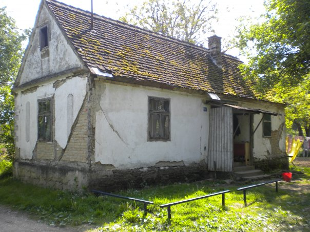 Drago's childhood home in Gradiška. I visited there in 2009 to find a Roma family inhabiting the house.