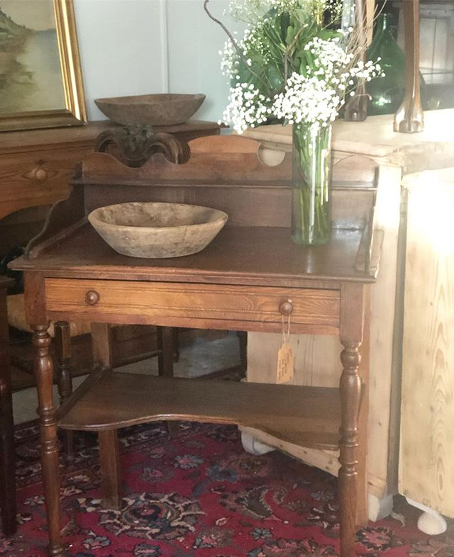 Everybody's Valentine ♥️ Lewis, a Victorian walnut dressing table who can make any heart melt 💋 #loveisintheair #loveneverages #patinalove #sendingyouabigkiss #sourceglobalshoplocal