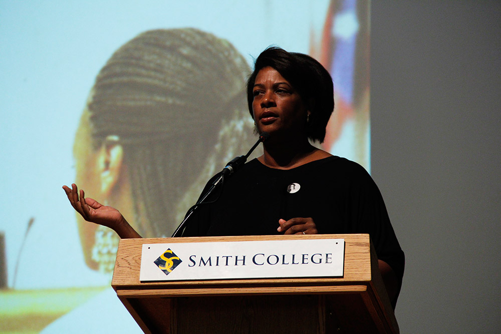 Photo by Yuka Oiwa '16 | Attorney, activist and filmmaker Dawn Porter visited Smith to discuss incarceration.