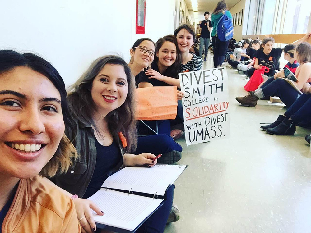 Photo by Gabriella J. Zutrau '16 | Members of Divest Smith College demonstrate their solidarity with UMass students' efforts.