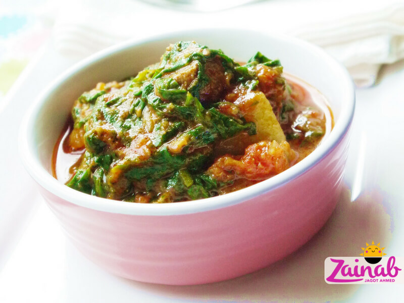 Baby-led weaning curry recipe - Lamb, Spinach and Potato Curry. Family meal suitable for 12+ month toddlers. Indian food, halal food, lamb curry recipe.