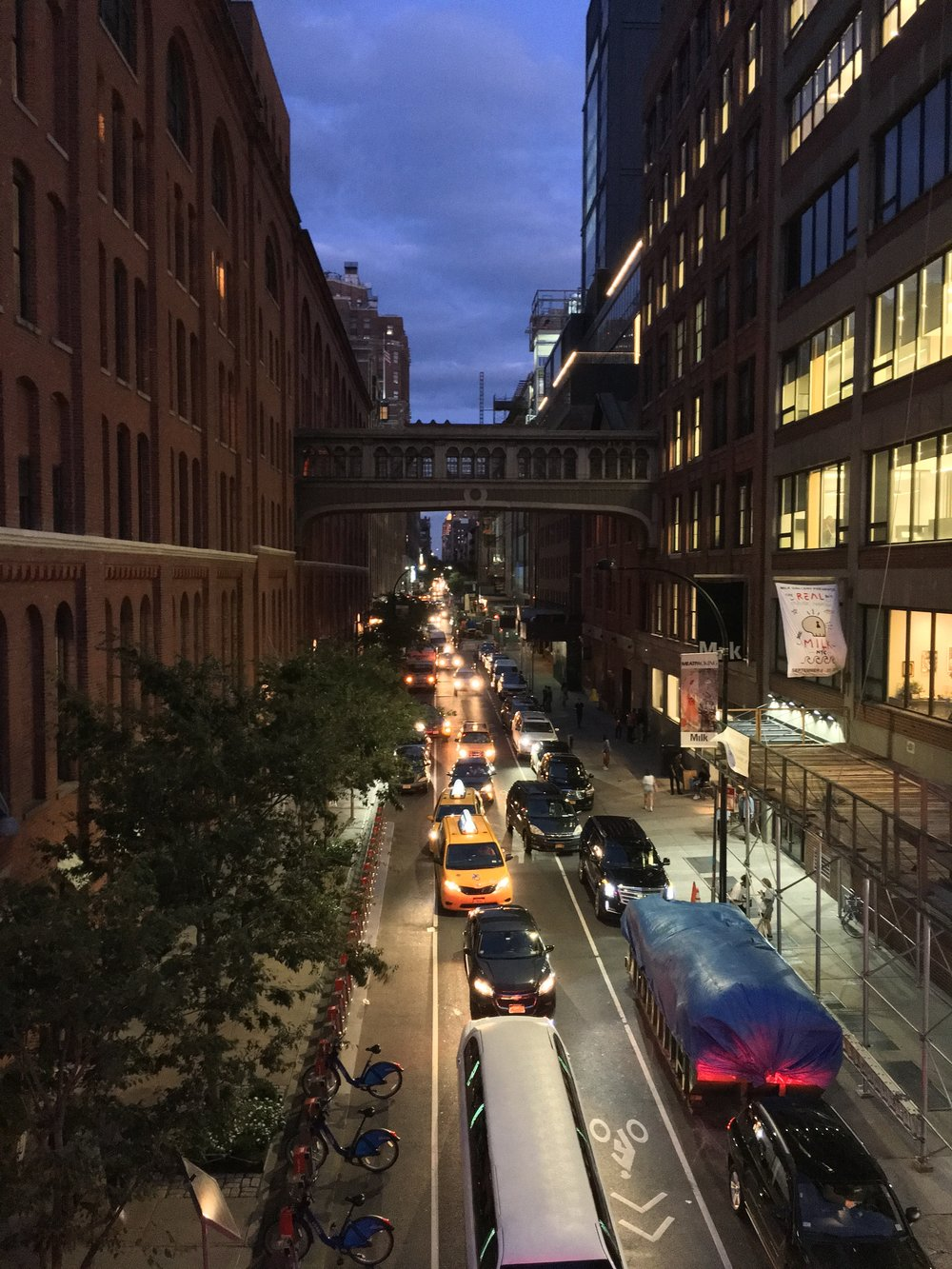 Nighttime on the Highline. Photography: Allison Jane (@Thestoryofajane)