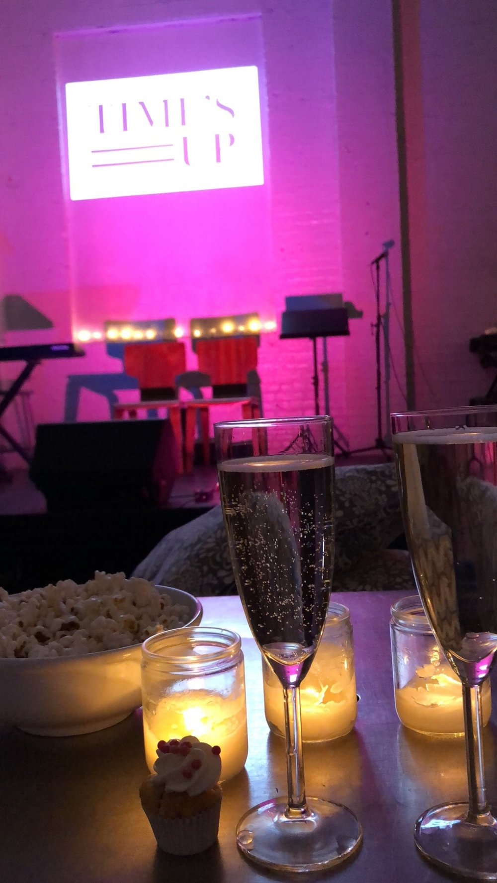 Bubbles, popcorn, cupcakes, candlelight and live performances at Atelier Rocquette.