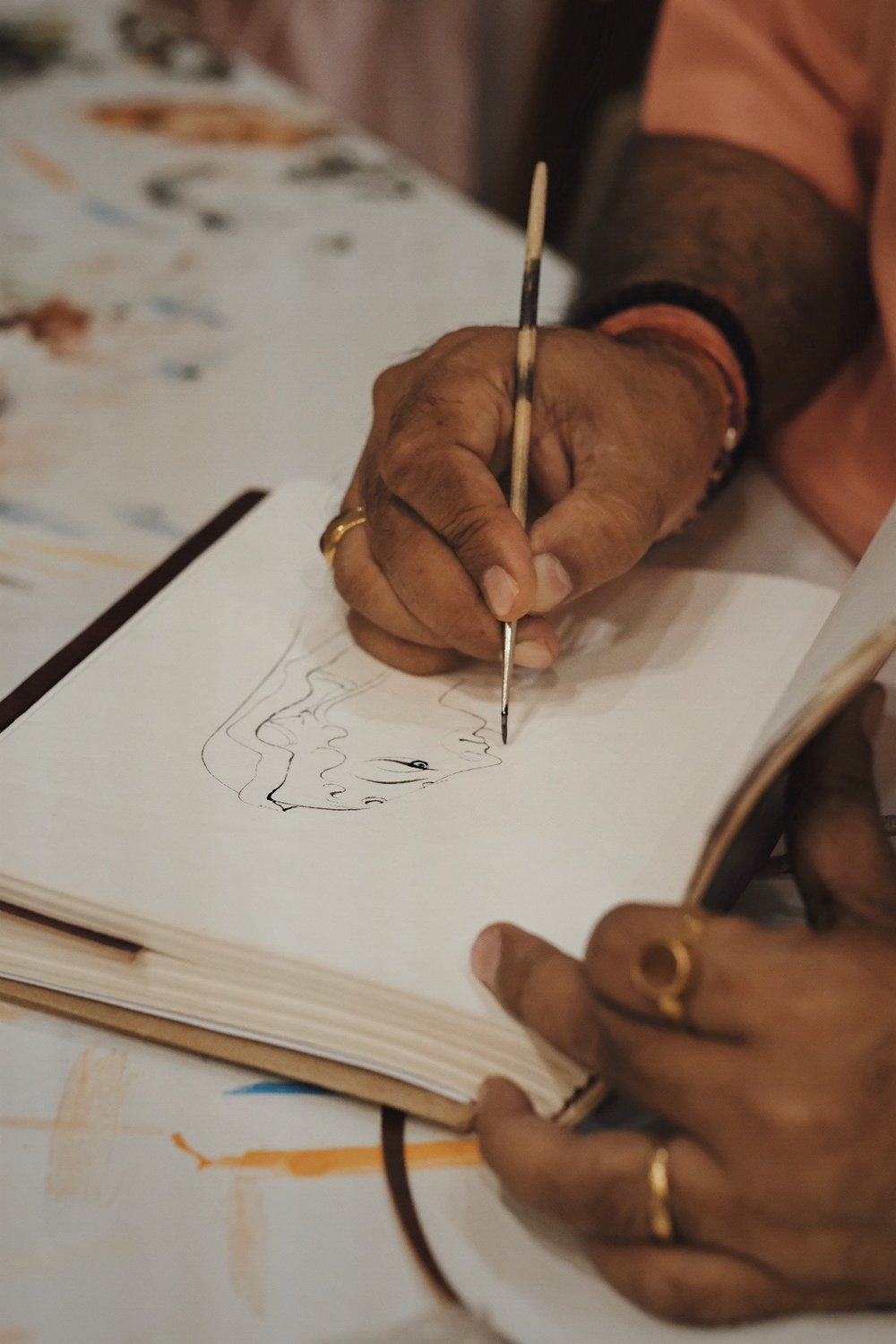 Sri Ramu Ramdev, demonstrating freehand linework with the Indian fine-line brush. Photography by Precious LaPlante.