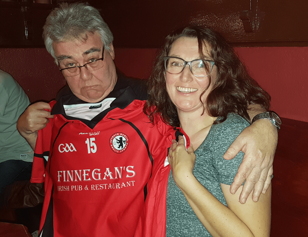 Colm Costello, proprietor of 'Finnegan's Irish Pub' in Berlin, receiving his new club jersey from Club PRO Sinead Kavanagh.