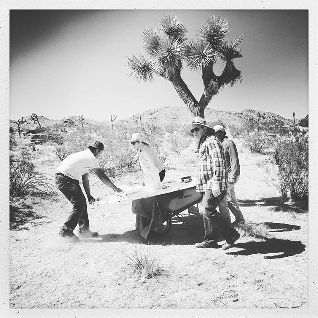 Moving ellipses around earlier today #sarahvanderlip #sitespecificinstallation #roughplayprojects #joshuatree #sculpture @sugarjarvacancy