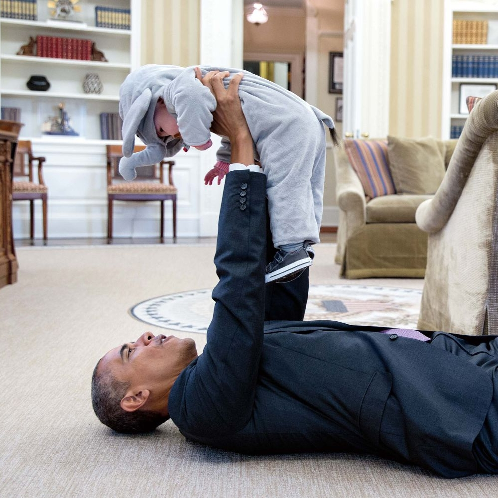 obama-an-intimate-portrait-1510348940.jpg