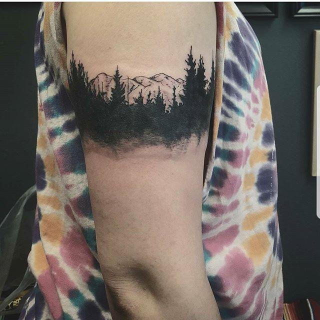 By Roberto @cougartooth #westseattletattoo #tattoo #cutetattoos #linework #tattooidea #bodyart #inked #artist #ink #artoftheday #colortattoo #tattoosnob #tattooartistmagazine #inkedmag #flash #tattooflash #tattooart #boldwillhold #skinart #bluegeishatattoo