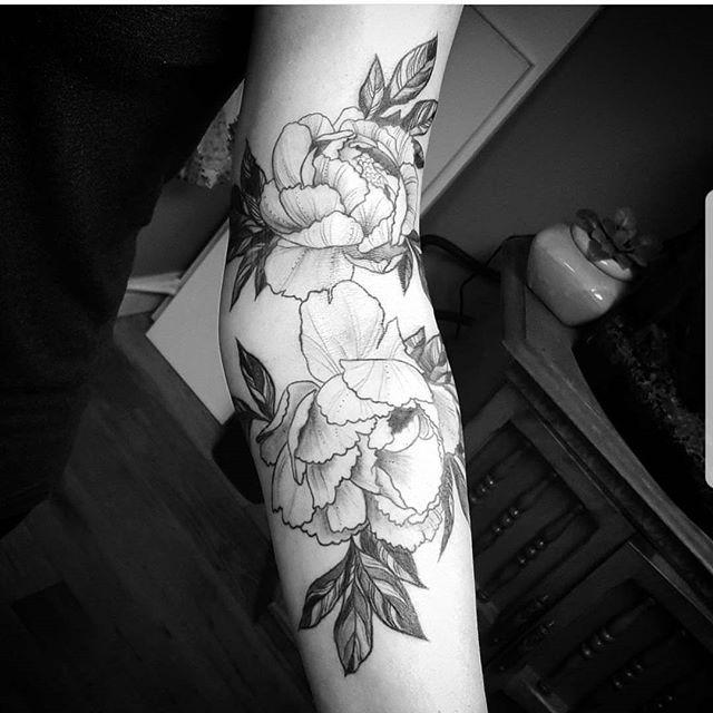 By Katie Beth @k80beth #westseattletattoo #tattoo #cutetattoos #linework #tattooidea #bodyart #inked #artist #ink #artoftheday #colortattoo #tattoosnob #tattooartistmagazine #inkedmag #flash #tattooflash #tattooart #boldwillhold #skinart #bluegeishatattoo
