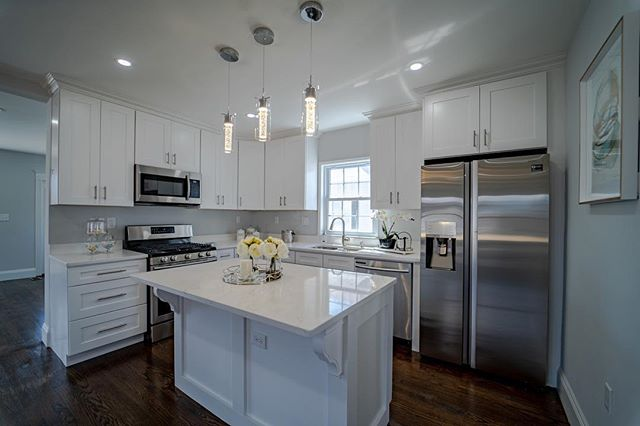The type of kitchen you don't want to cook in because it's so clean. • • • • #picoftheday #photography #forsale #work #marketing #realestate #tgif #weekend